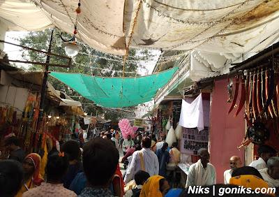 market in pushkar