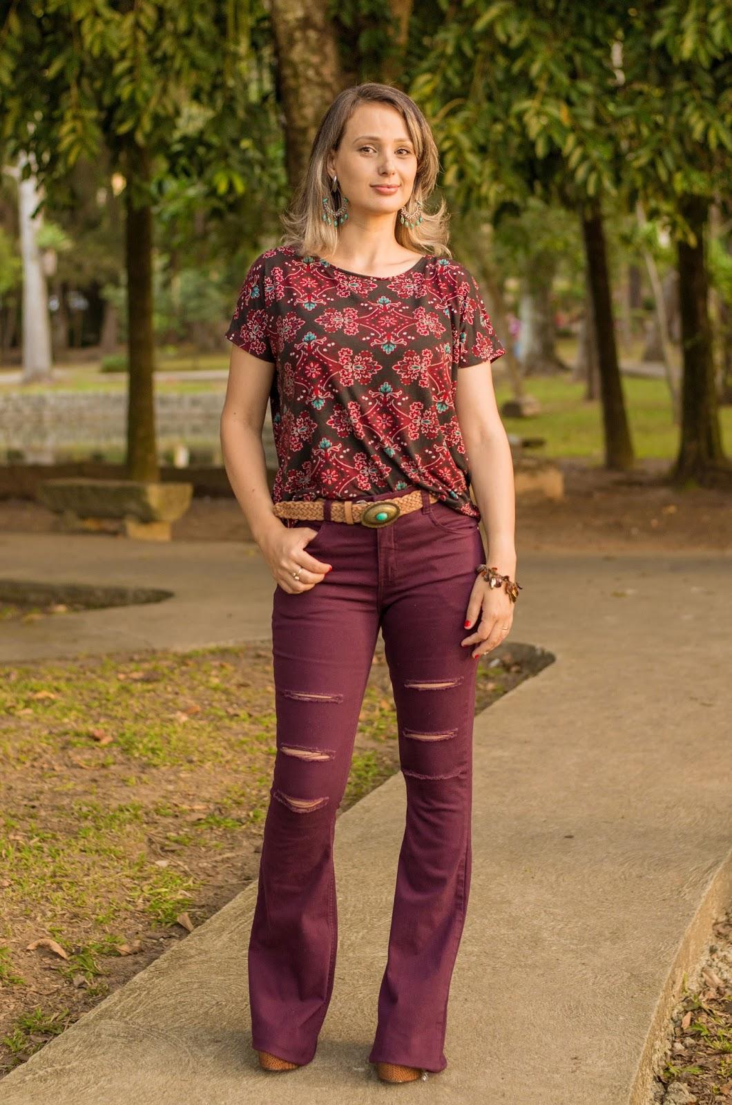 calça jeans bordô
