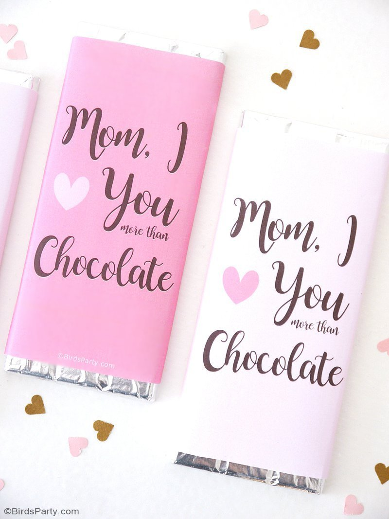 Mother's Day Gift Ideas & Free Printables - gorgeous, chic and trendy gifts for mom + a free printable candy bar wrapper to complete the gift! by BirdsParty.com @birdsparty