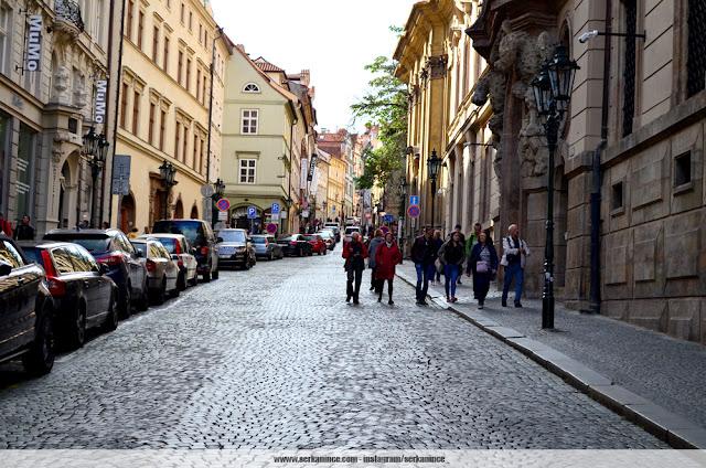 prag neruduva street