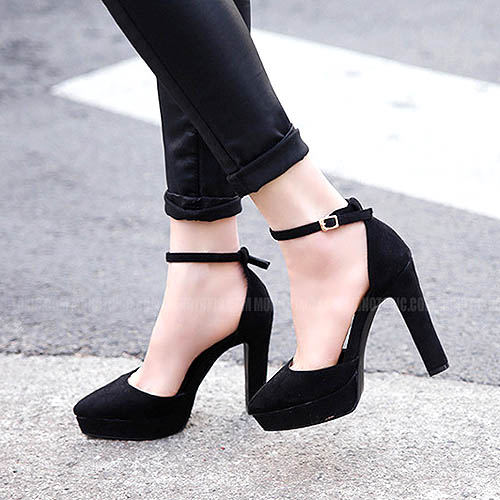 Dikreasi semi round toe high heels korean style ini menjadi cantik