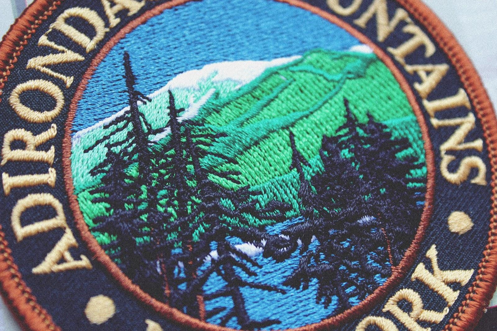 Taką naszywkę możemy nakleić na ubranie za pomocą żelazka, została ona kupiona w USA w parku narodowym Adirondack Mountains