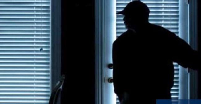 Τρόμος για 17χρονη στον Πειραιά: «Βρήκα το παιδί μου στα αίματα», περιγράφει η μάνα