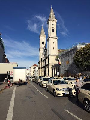 Taxi Demo München 2017  Ludwigstrasse Kirche