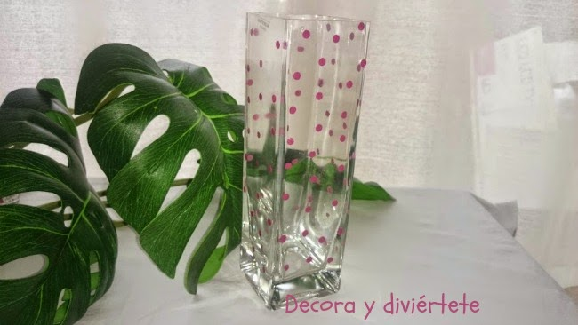 decorar jarrón , DIY, manualidad , pintauñas , jarrón cristal, topos , lunares