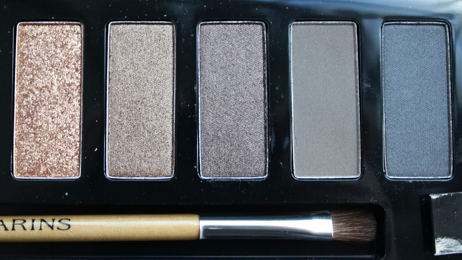 A picture of the Clarins The Essentials Eye Make-up Palette