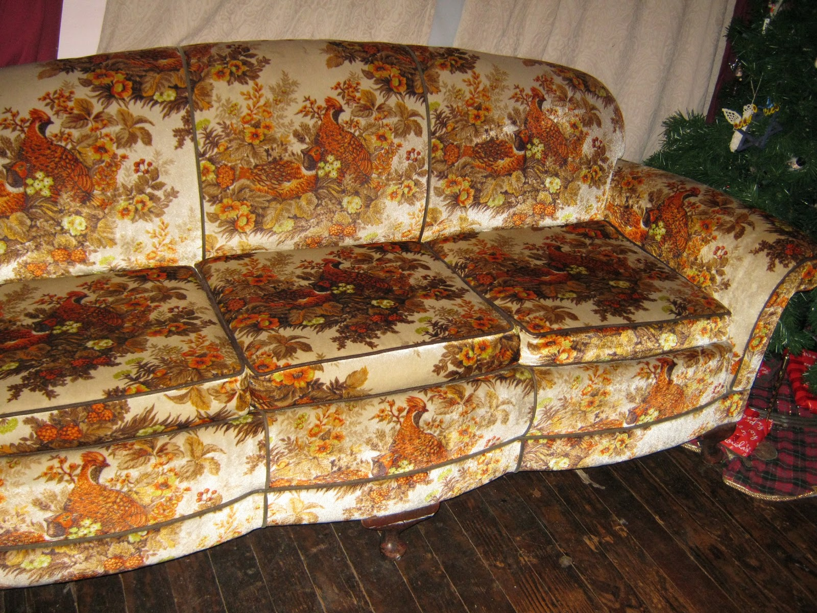 Literally The Ugliest Couch Ever Created By Mankind Pics