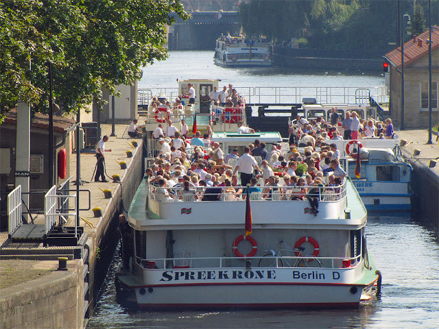 Schleuse Mühlendamm, Mühlendamm Lock seen from the Mühlendammbrücke, Berlin
