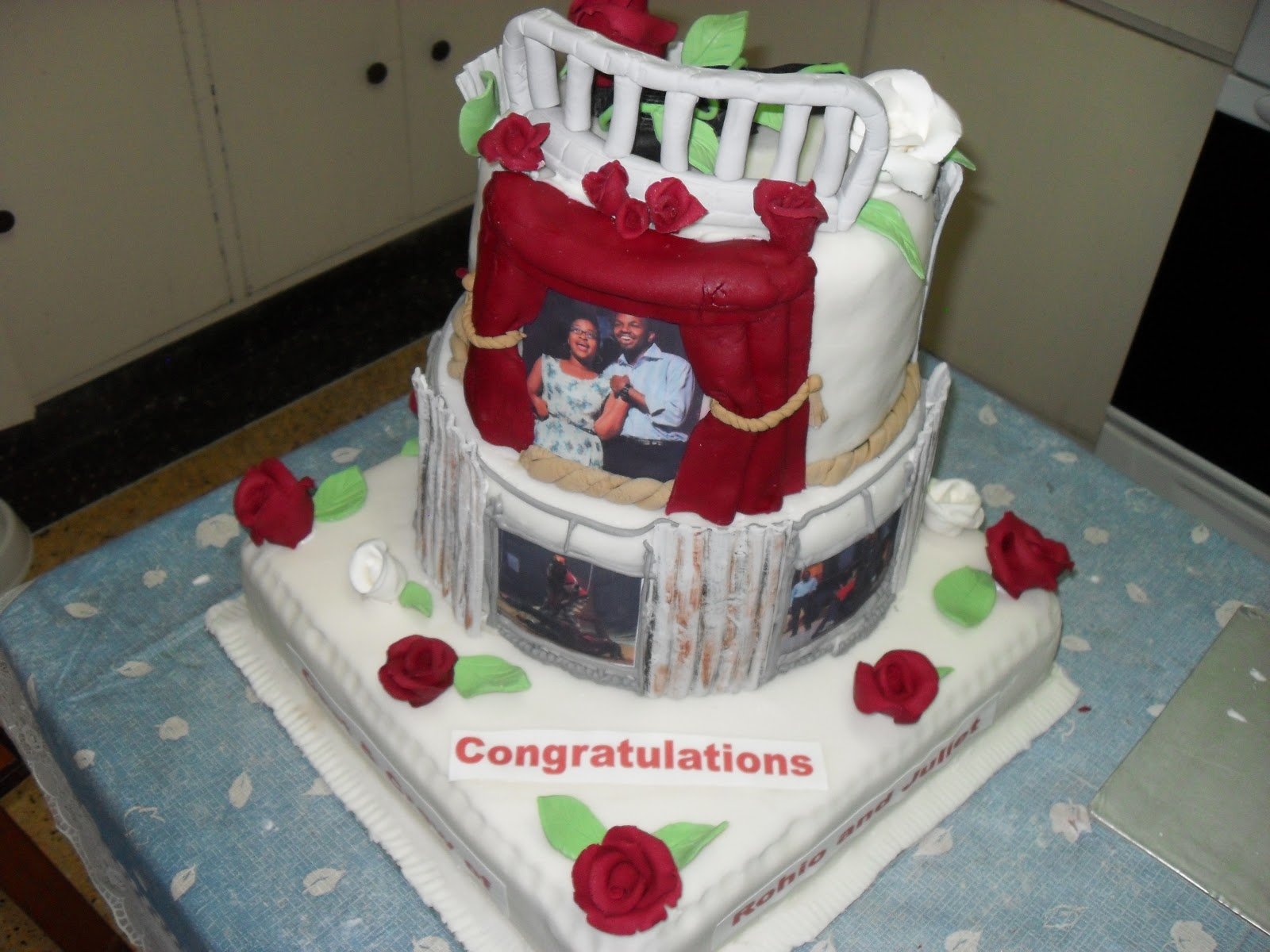 Pictures Of Strawberry Cakes With Pictures On Wooden Dowels