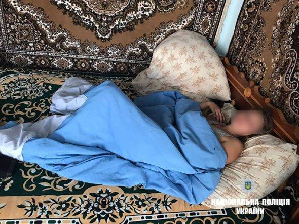 Сусідка почула крики: іноземець взяв у заручники жінку