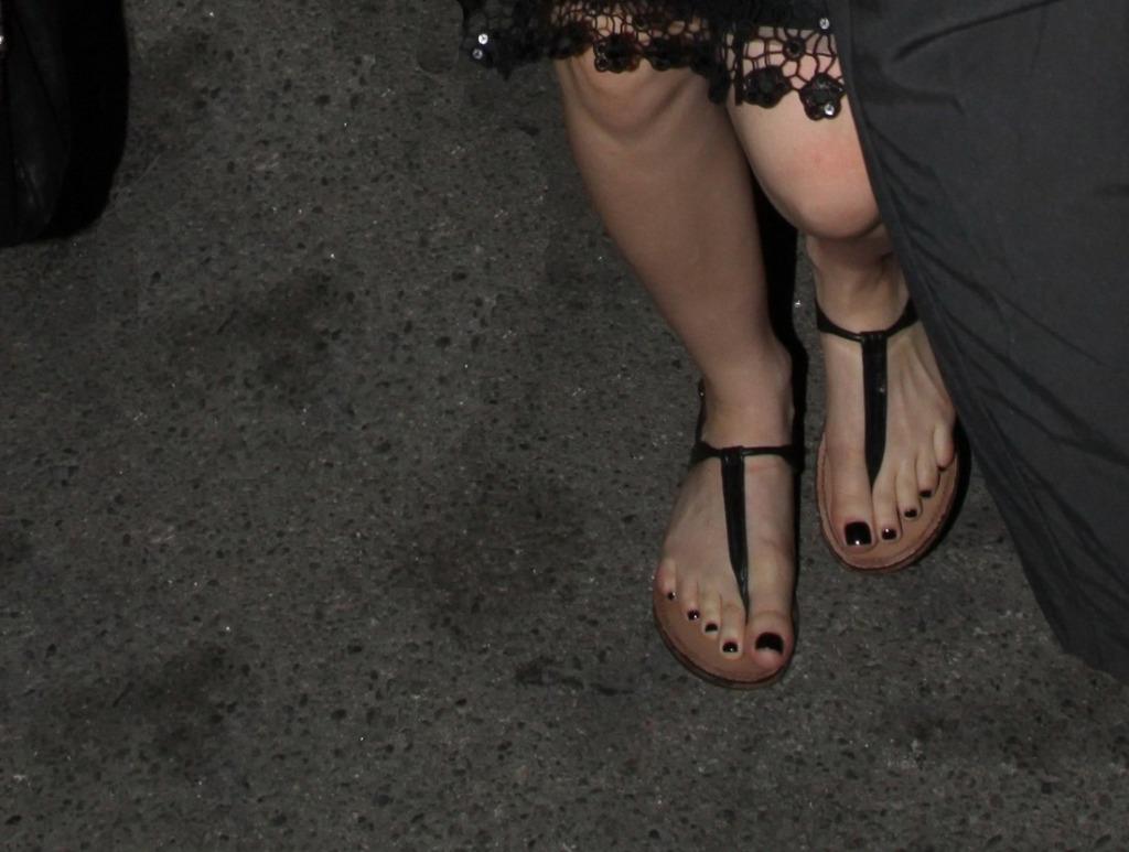 Avril Lavigne Feet 11