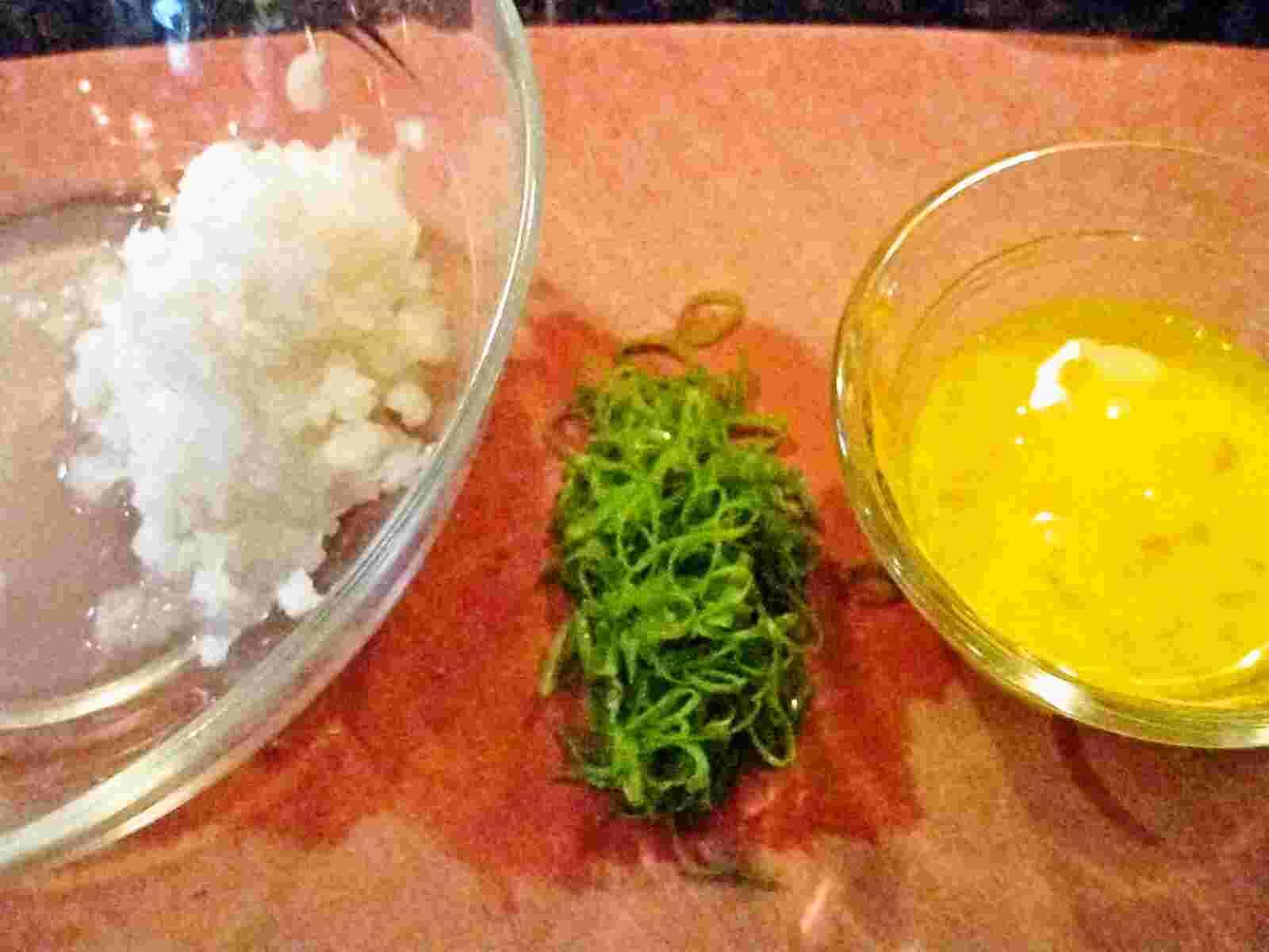Recipes for Tom Kakitama oroshi no misoshiru egg flower