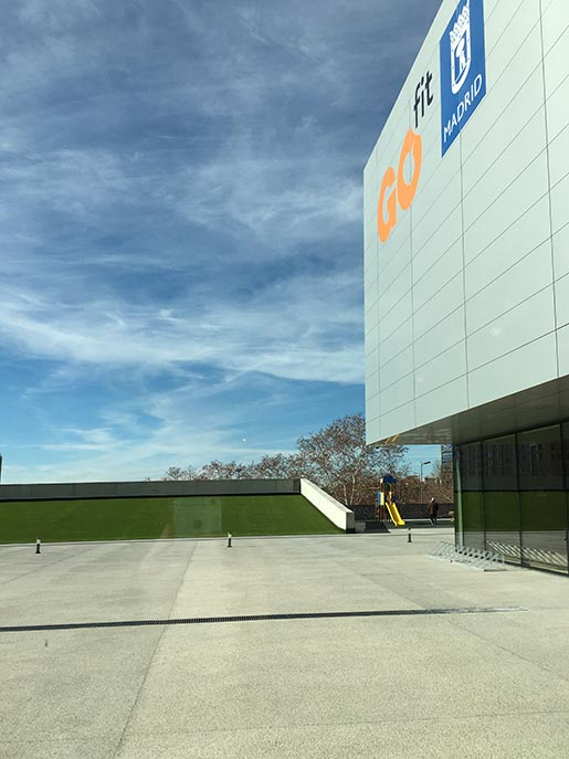 Urban networks inaugurado el centro deportivo municipal for Piscina municipal barrio del pilar