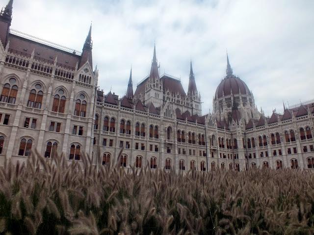 fachada del parlamento de budapest