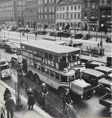 Scene de rue Berlin 1930