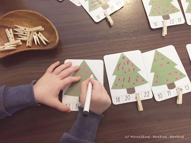Sind unsere Kinder im Zählfieber, sind solche Zählkarten mit eingebauter Selbstkontrolle eine wundervolle Lösung den Kindern ihr Interesse zu ermöglichen. Sie sind kostenlos zum Downloaden und ruckzuck vorbereitet. - Zählen - Mengen zählen - Zahlen von 10 bis 29 - Montessori - inspiriert -