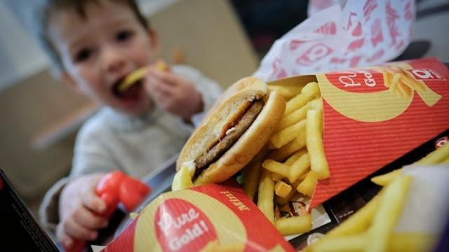 Το junk food αύξησε τη συχνότητα του καρκίνου του παγκρέατος σε άτομα νεαρής ηλικίας