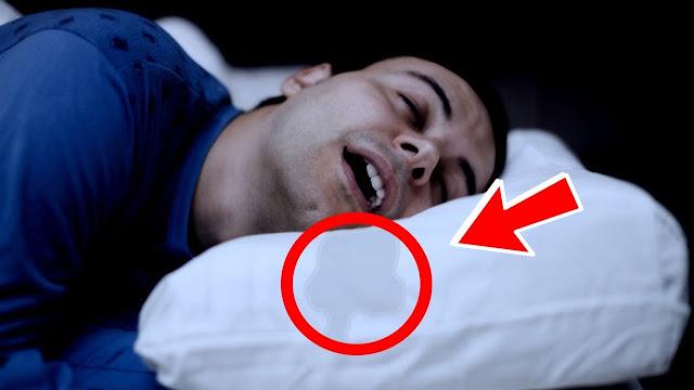 """خطير جدا .. إذا استيقظت من النوم ووجدت """"لعاب"""" على وسادتك، فعليك الحذر لأن أعراضة خطيرة !!"""