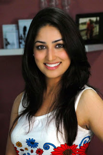 Yami Gautam  IMAGES, GIF, ANIMATED GIF, WALLPAPER, STICKER FOR WHATSAPP & FACEBOOK