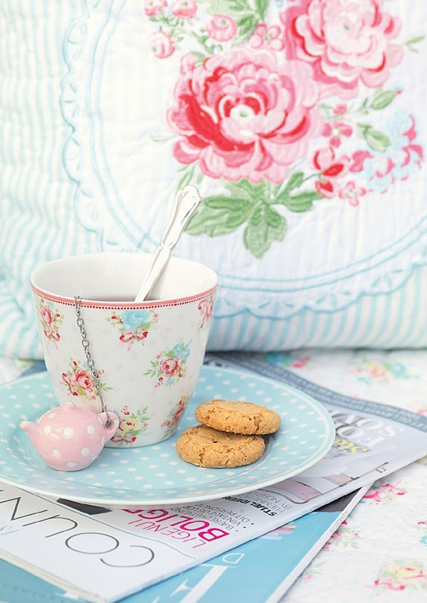 Tea strainer and naomi latte cup from Greengate DK