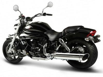 Hyosung Aquila Pro 650 cruiser bike