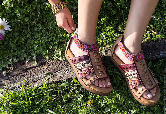 Moda 2017. Moda en calzado femenino sandalias, zapatos, accesorios y carteras de cuero para mujer verano 2017.