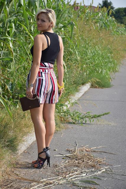 Shorts a righe come abbinare gli shorts a righe abbinamenti shorts a righe outfit settembre 2016 outfit estivi mariafelicia magno fashion blogger colorblock by felym fashion blogger milano  web influencer italiane