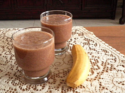 Banana Oat Chocolate Smoothie Recipe @ treatntrick.blogspot.com