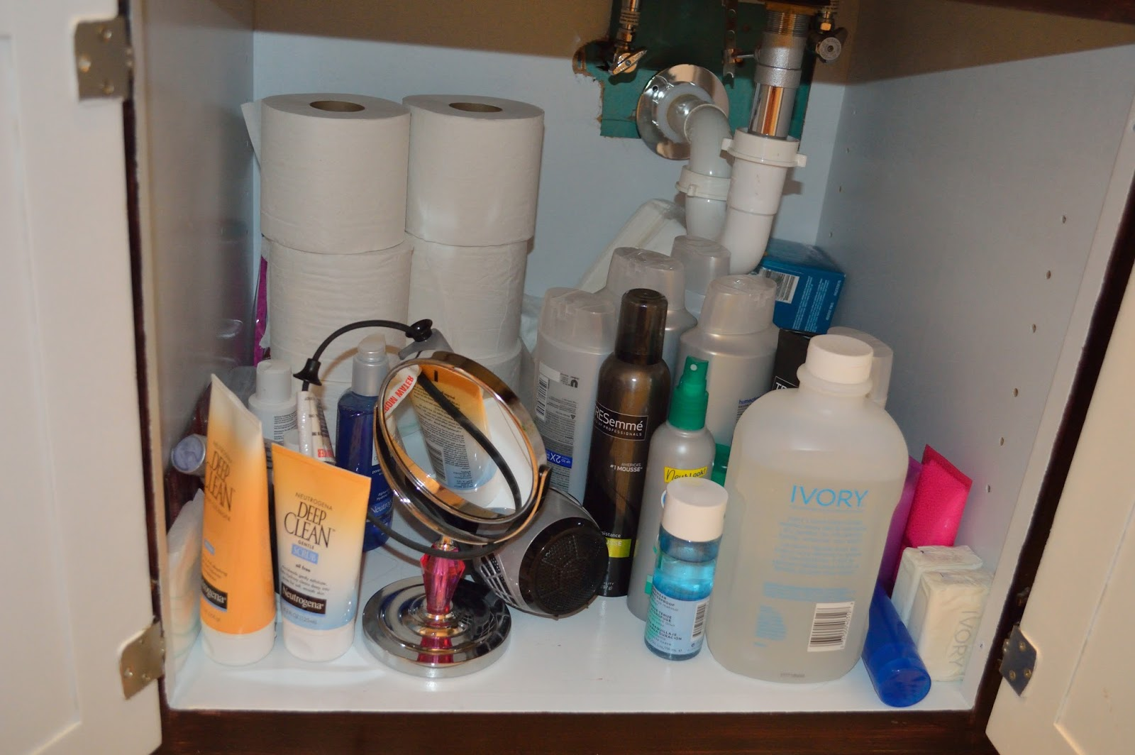Easy Ways To Organize A Messy Bathroom