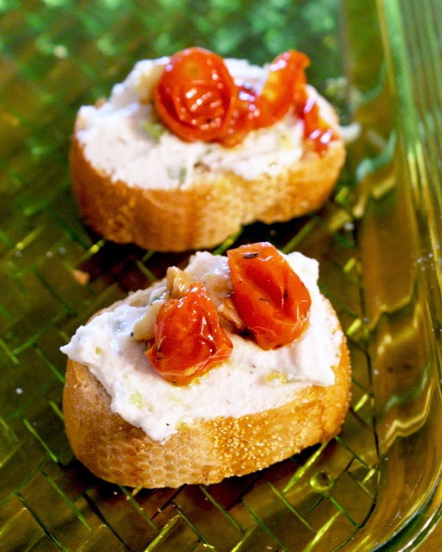 Herbed Ricotta and Roasted Cherry Tomato Bruschetta | thetwobiteclub.com