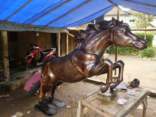 patung kuda tembaga.jpg