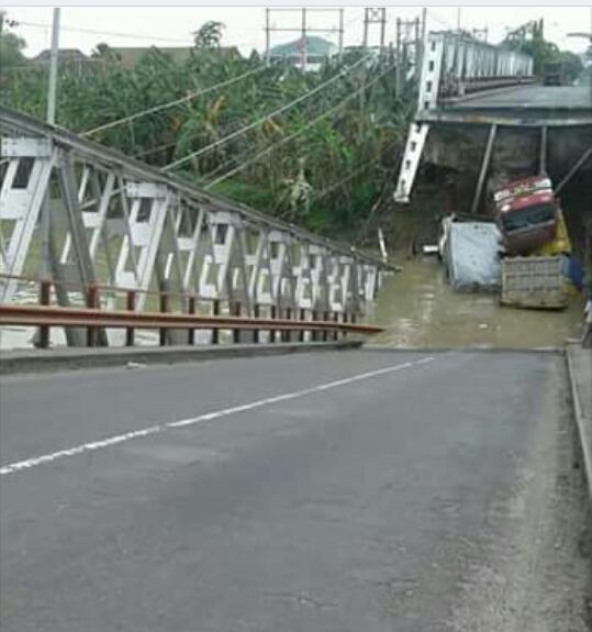 Jembatan Widang Ambrol, Dua Orang Tewas