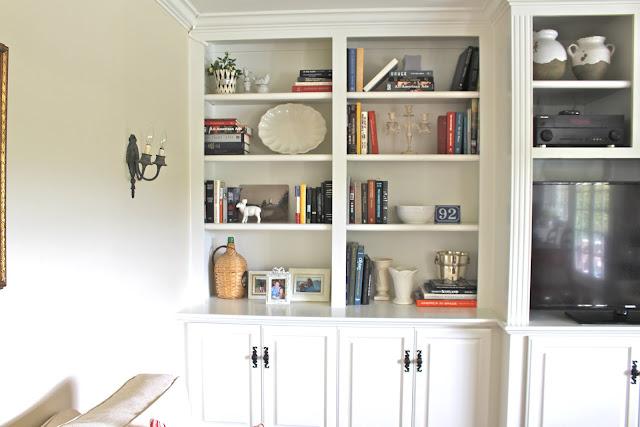 maison-de-cinq-family-room-built-ins-details