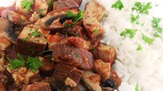 http://sophiessofa.blogspot.com/2016/04/veganes-champignon-tofu-tomatenragout.html
