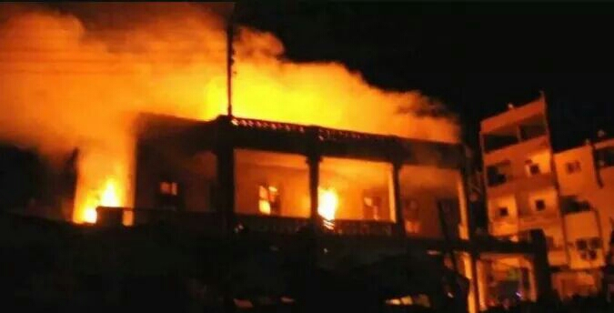 حريق كبير بمحلات الغورية للقماش بوسط القاهرة ومحاولة الحماية المدنية اطفائه