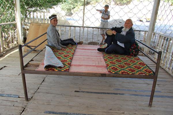 Ouzbékistan, Derbent, tapshan, tapchane, aksakals, © L. Gigout, 2012