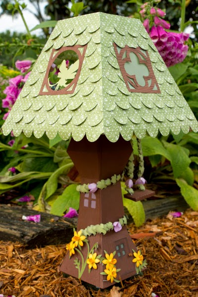3d paper lamp in garden setting