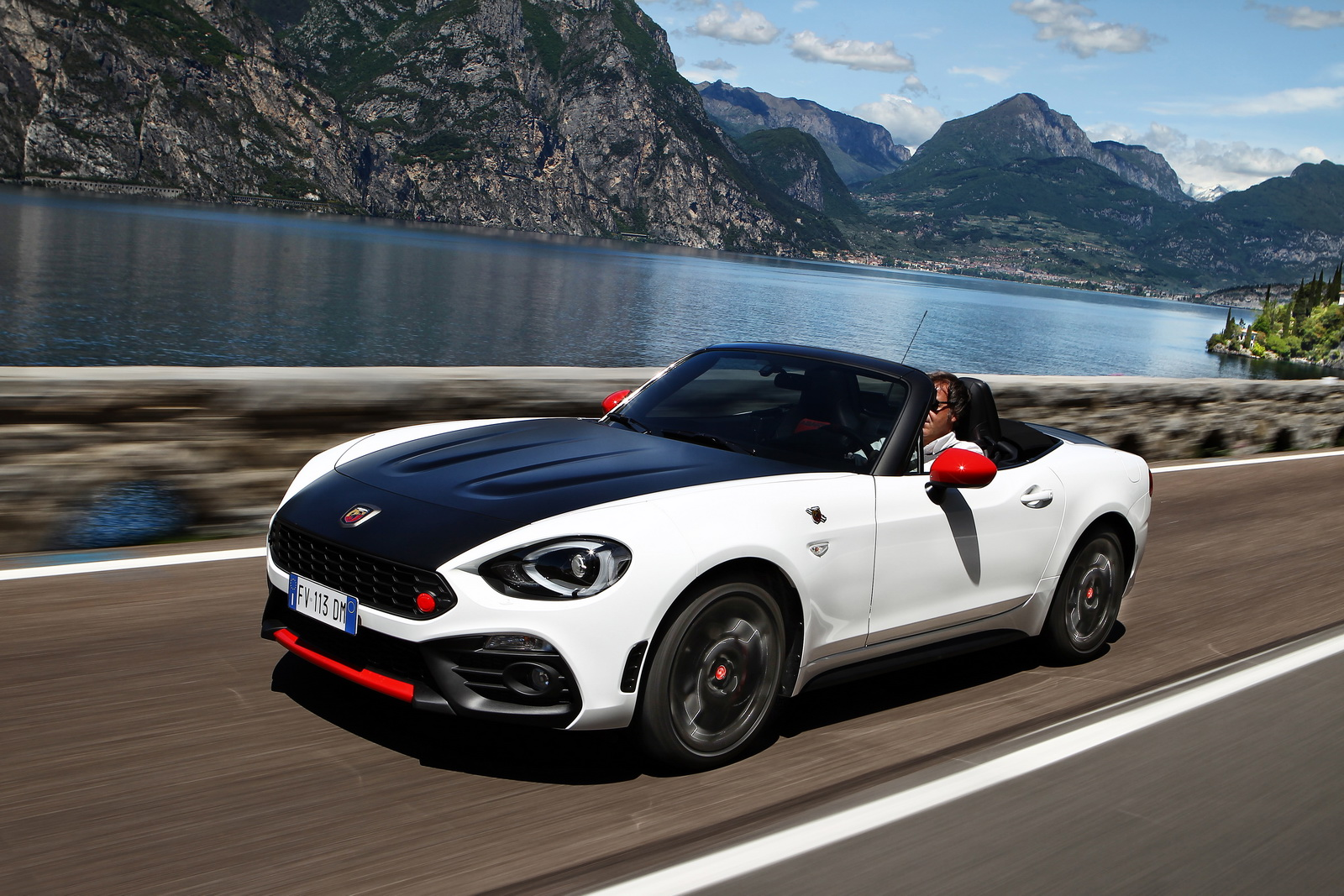 abarth 124 spider order books open in europe uk prices start at 29 565 23 pics carscoops. Black Bedroom Furniture Sets. Home Design Ideas