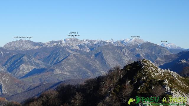 Vista de la Llambria, Campigüeños y Tiatordos desde Peña Riegos