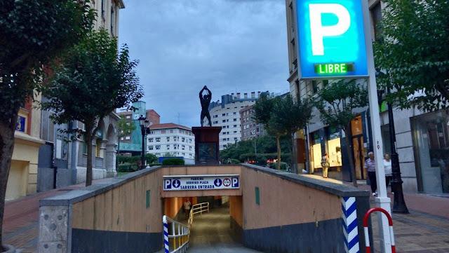 Acceso de la calle Elkano al aparcamiento de Herriko Plaza