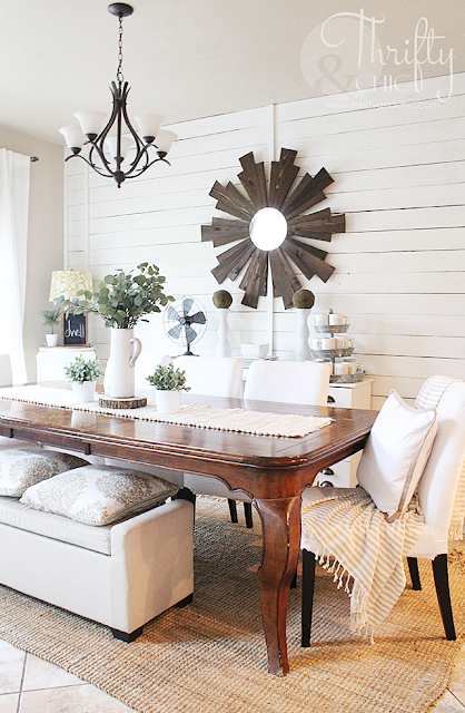 Farmhouse dining room decor and decorating ideas. Fixer upper style dining room. Shiplap dining room. Neutral and white dining room