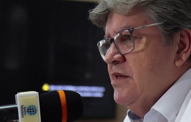João Azevêdo anuncia pagamento da primeira parcela do 13º salário para 19 de junho