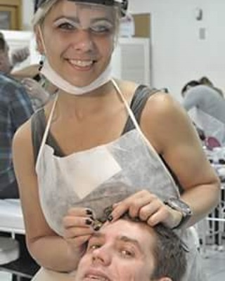 designer de sobrancelhas e depiladora