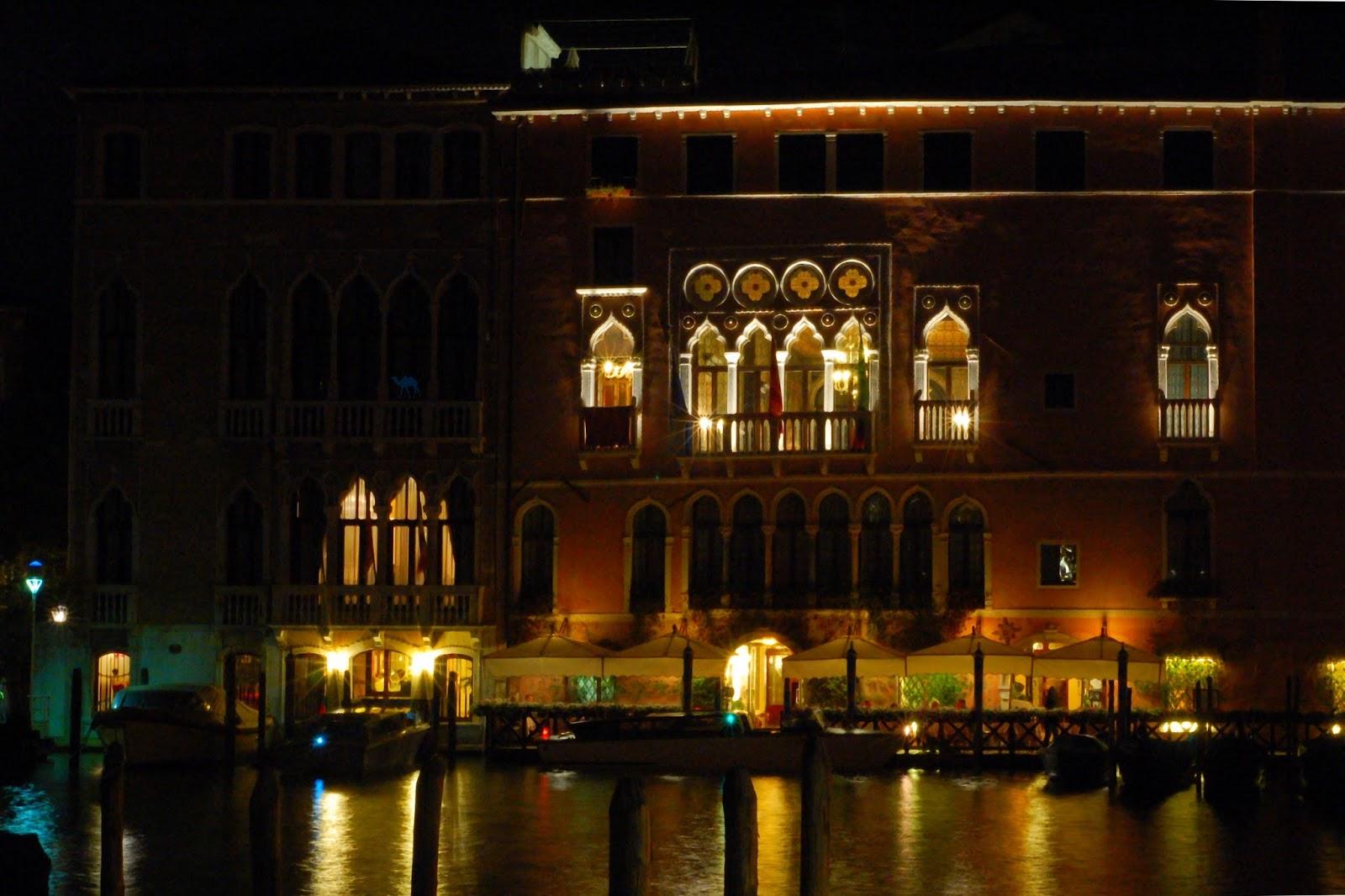 Le Chameau Bleu - Les canaux de Venise by Night