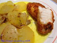 Lomos de rape con pan crujiente de Romesco con patatas y cebolla al horno