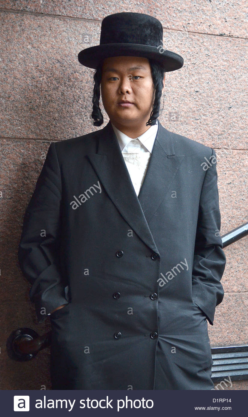 2asian-hassidic-jew-photographed-at-luba