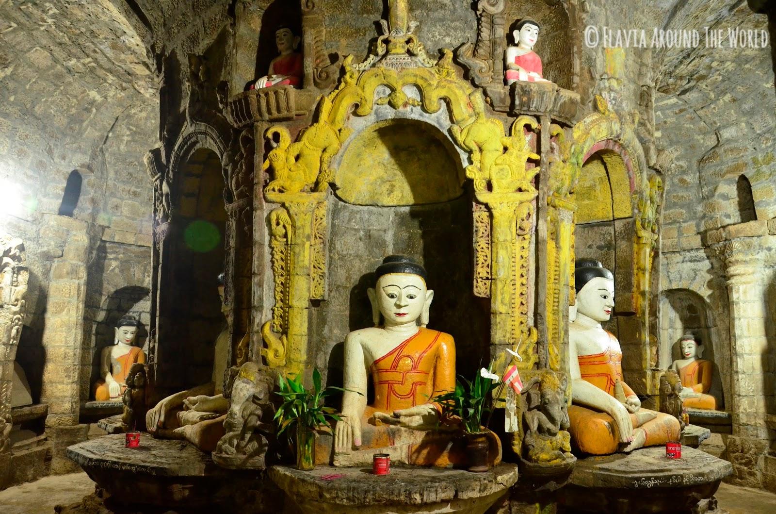 Interior de el templo de Andaw, Mrauk U, Myanmar