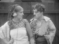 "Кадр из фильма Чарли Чаплина ""Пародия на Кармен"" / Burlesque on Carmen (1916) - 23"