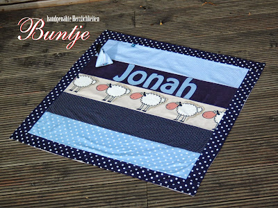 Kuscheldecke Krabbeldecke Decke Baby Name Geschenk Geburt Taufe Baumwolle Fleece Junge Jonah blau hellbau Tiere Schafe Buntje handmade nähen