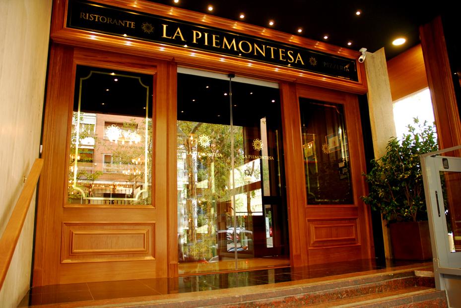 La piemontesa restaurante de alta cocina italiana for Puertas de cocina de restaurante